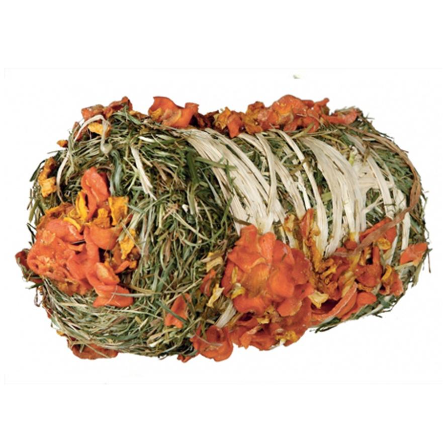 Heuballen mit Kürbis und Karotte